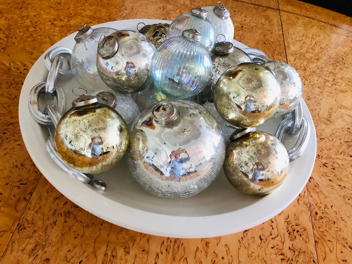 laurelbledsoedesign-minimalistic-holiday decor-gold-silver-christmas-ornaments