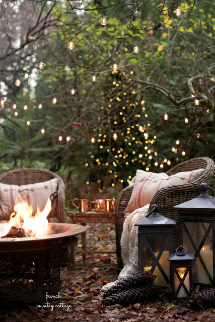 french-country-cottage-outdoor-christmas-tree-lights