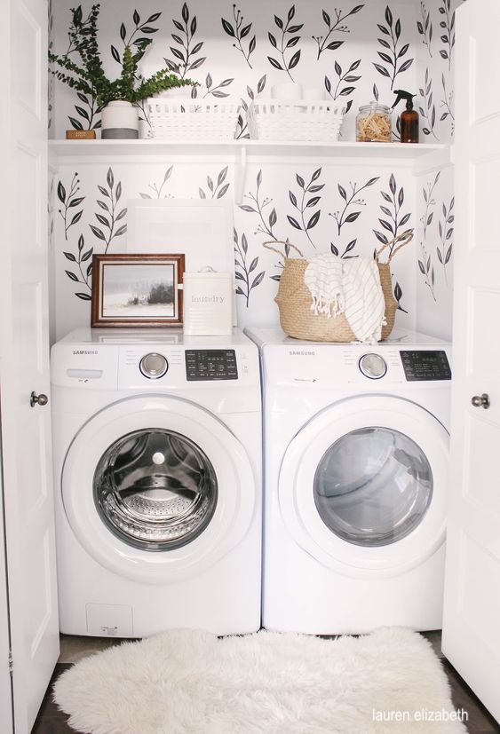 lauren elizabeth- laundry-closet-wallpaper-art