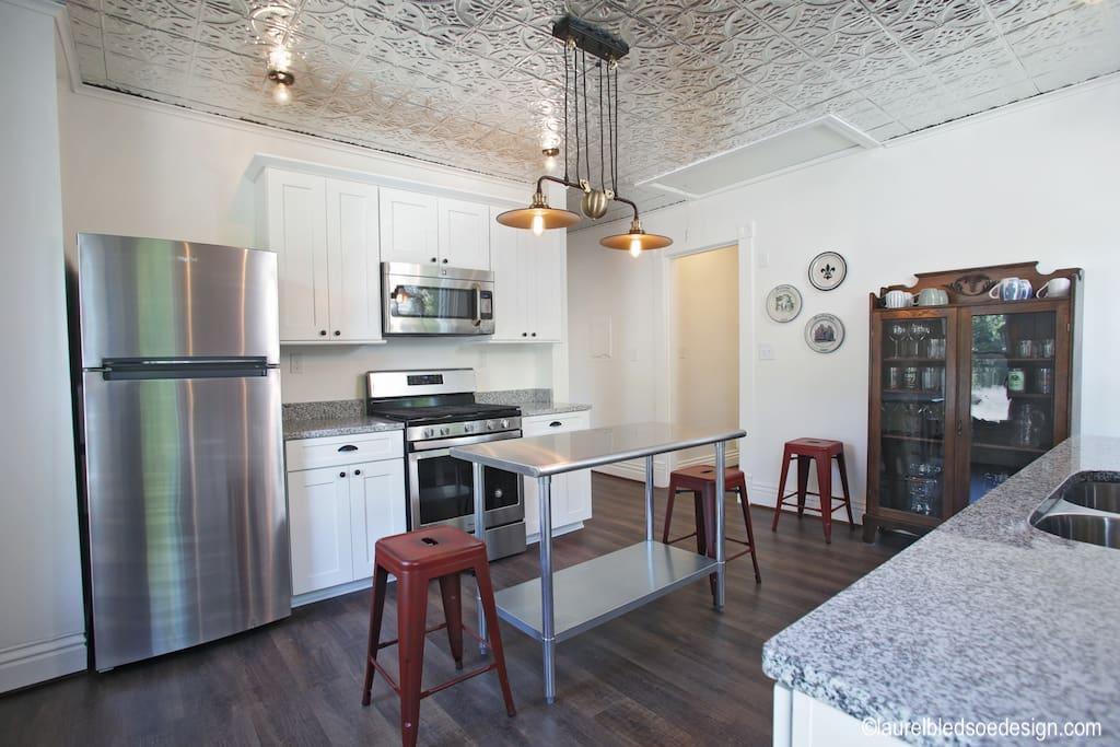 laurelbledsoedesign-airbnb-makeover-kitchen-before&after