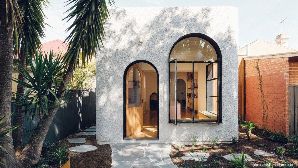 dwell-tashmccammon-stucco-architecture-arched-windows-doors