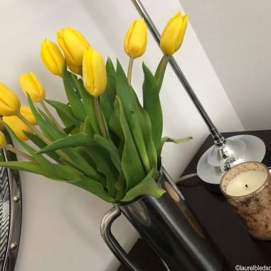 laurelbledsoedesign.com-guest-room-yellow-tulips