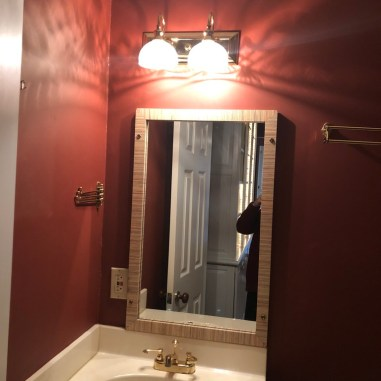 laurelbledsoedesign-beforeandafterbathroommakeover-bath-vanity-before