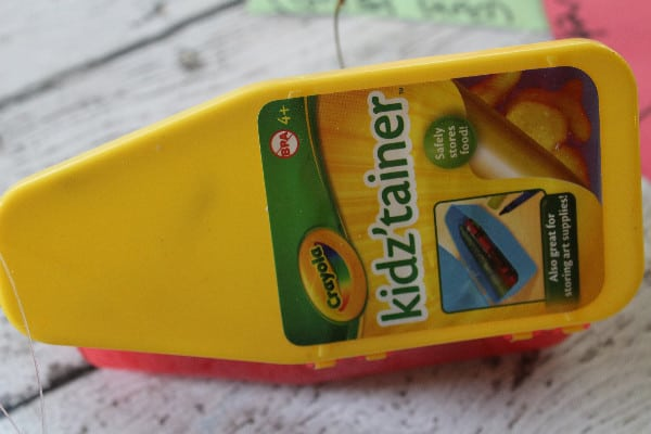 crayons quit container