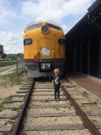 Look, mom! I'm on the tracks!
