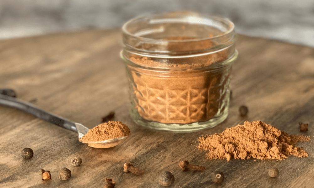 DIY-5-Ingredients-Pumpkin-Pie-Spice