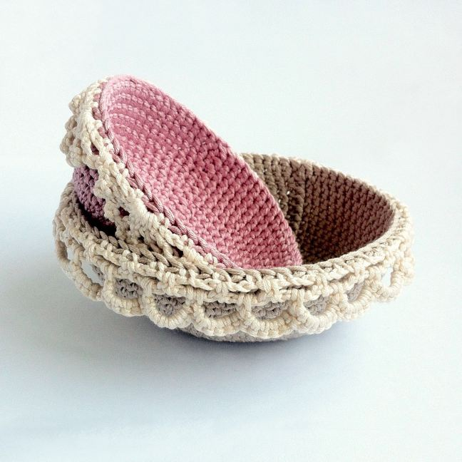 Crochet pattern for two lace-edged nesting bowls