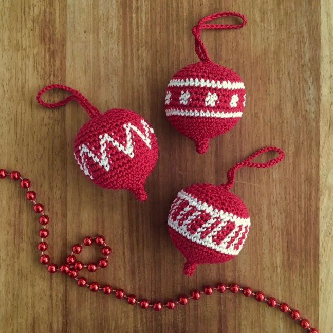 Red and White Hanging Christmas Ornament Crochet Pattern
