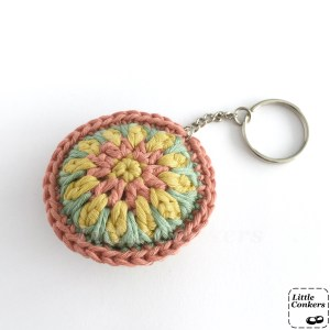 Round keyring, crocheted in organic cotton