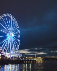 Dramatic image of the Seattle Great Wheel at night.