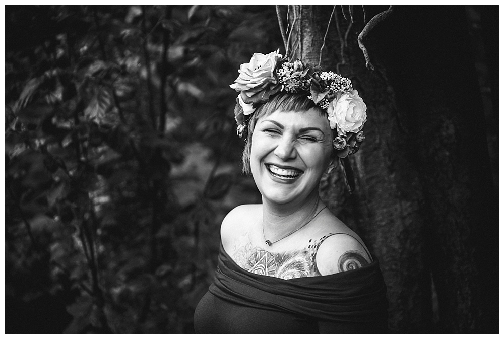 A beautiful maternity session in the woods by Bellingham maternity photographer, Renee Bergeron of Little Earthling Photography.