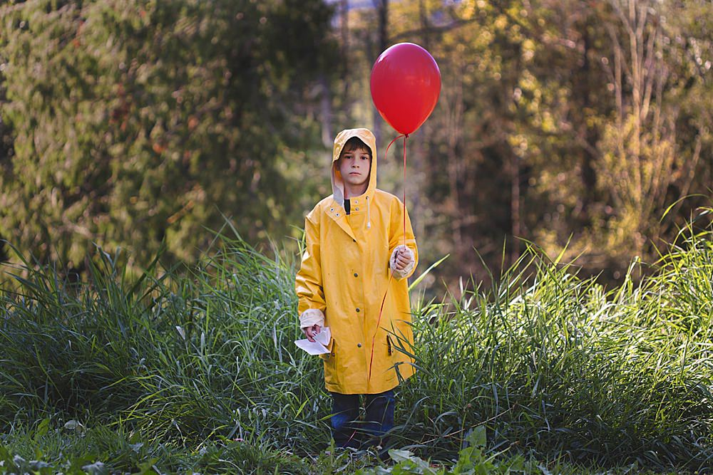 Boy dressed at Georgie from stephen king's It.