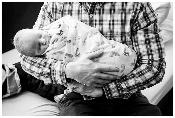 Dad and newborn. Felix's Fresh 48 Session. Bellingham newborn photographer, Renee Bergeron.