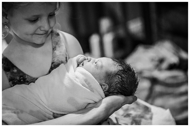 Natural birth at Bellingham Birth Center. Renee Bergeron Little Earthling Photography.