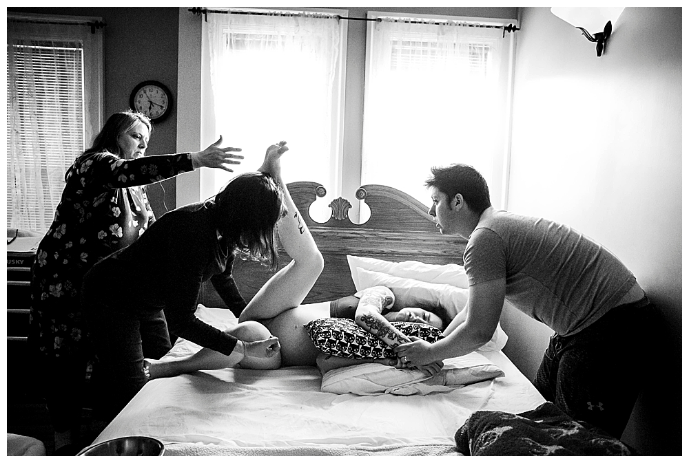 Pushing during labor. Birth photoos by Little Earthling Photography.