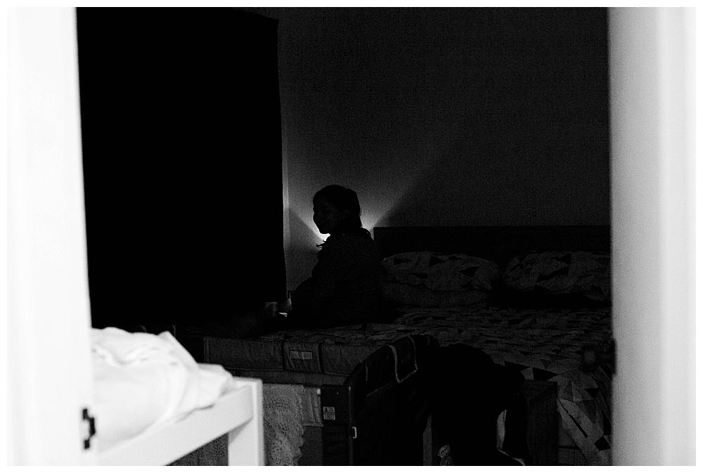 Women laboring in dark during homebirth.