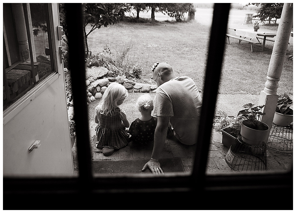 Dad with kids at home during Lynden homebirth.