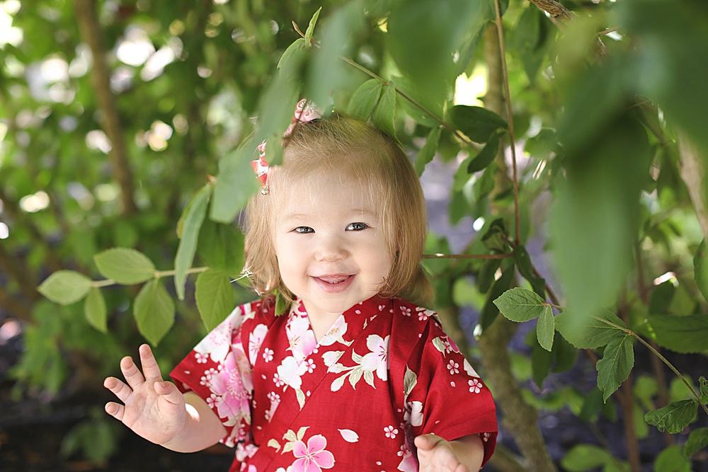 Little girl in red kimono. Bellingham Photographer Renee Bergeron.