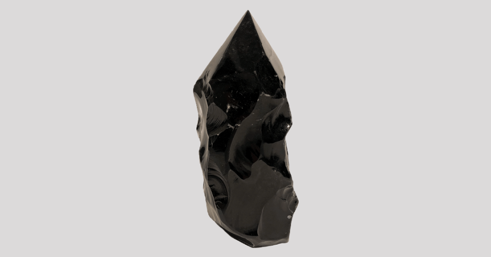 polished obsidian point l224 front view