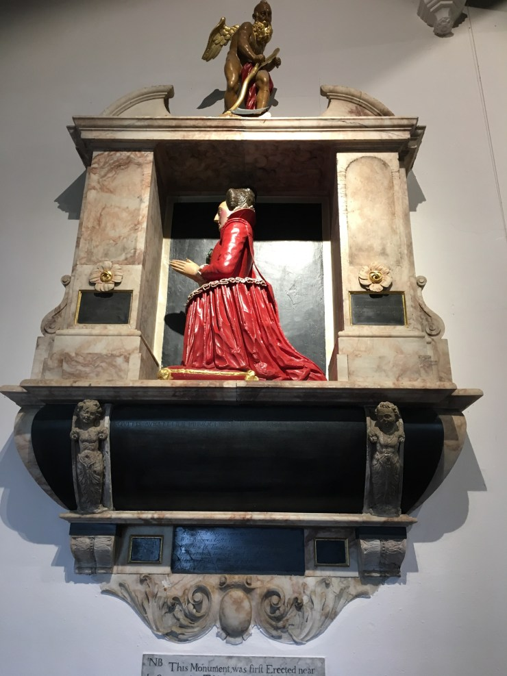Photo of the Red Lady Monument.
