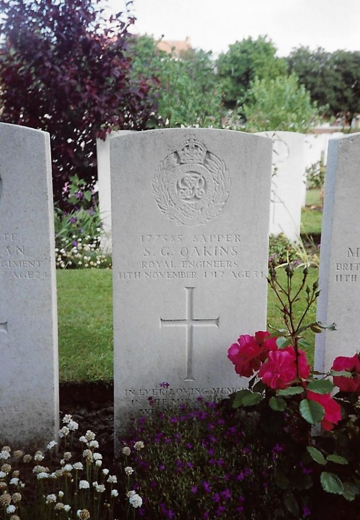 Photo of Sam Oakins' grave in Ypres Reservoir Cemetery