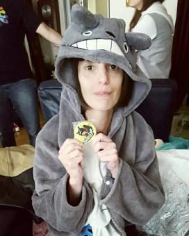 Et son suoer cadeau une cape Totoro dont je suis fan avec un super badge <3
