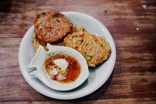 Thai style fishcakes with chilli sauce