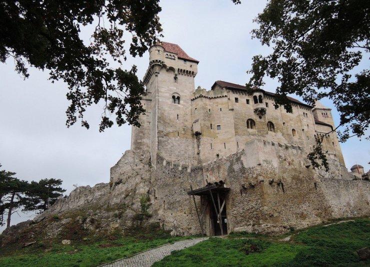 Burg Liechtenstein is a medieval stone castle in Austria