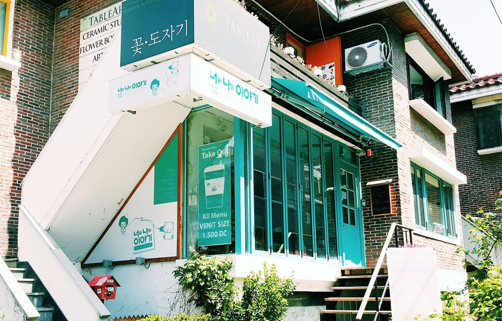 Where to stay in Seoul - Live in Hongdae if you want to immerse in the neighborhood's creative and colorful spirit.