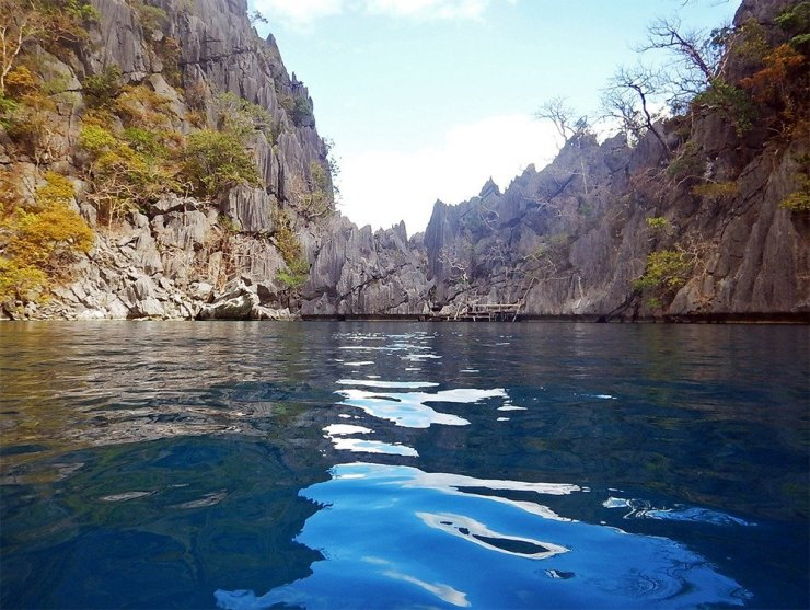 Barracuda Lake is one of Coron Island's most fascinating dive spots. For non-divers, it's a great less-crowded alternative to Kayangan Lake.