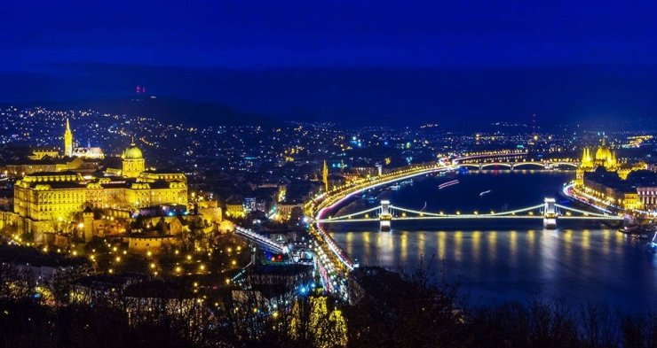 Budapest is the perfect city for night photography. This is taken during the blue hour from the Citadella.