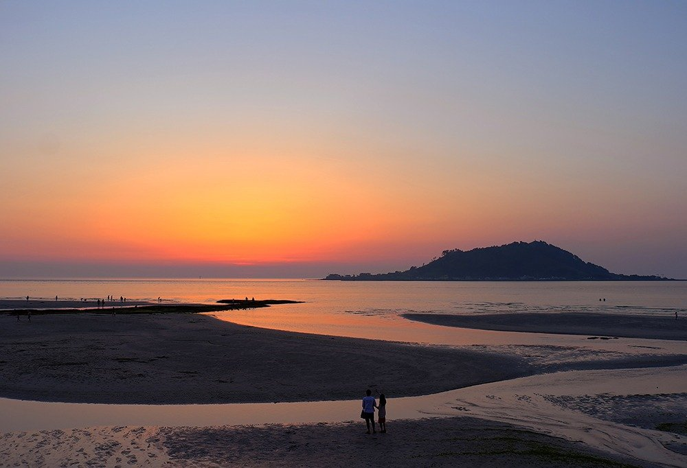 Jeju travel guide – end your holiday in Jeju with a beautiful sunset.