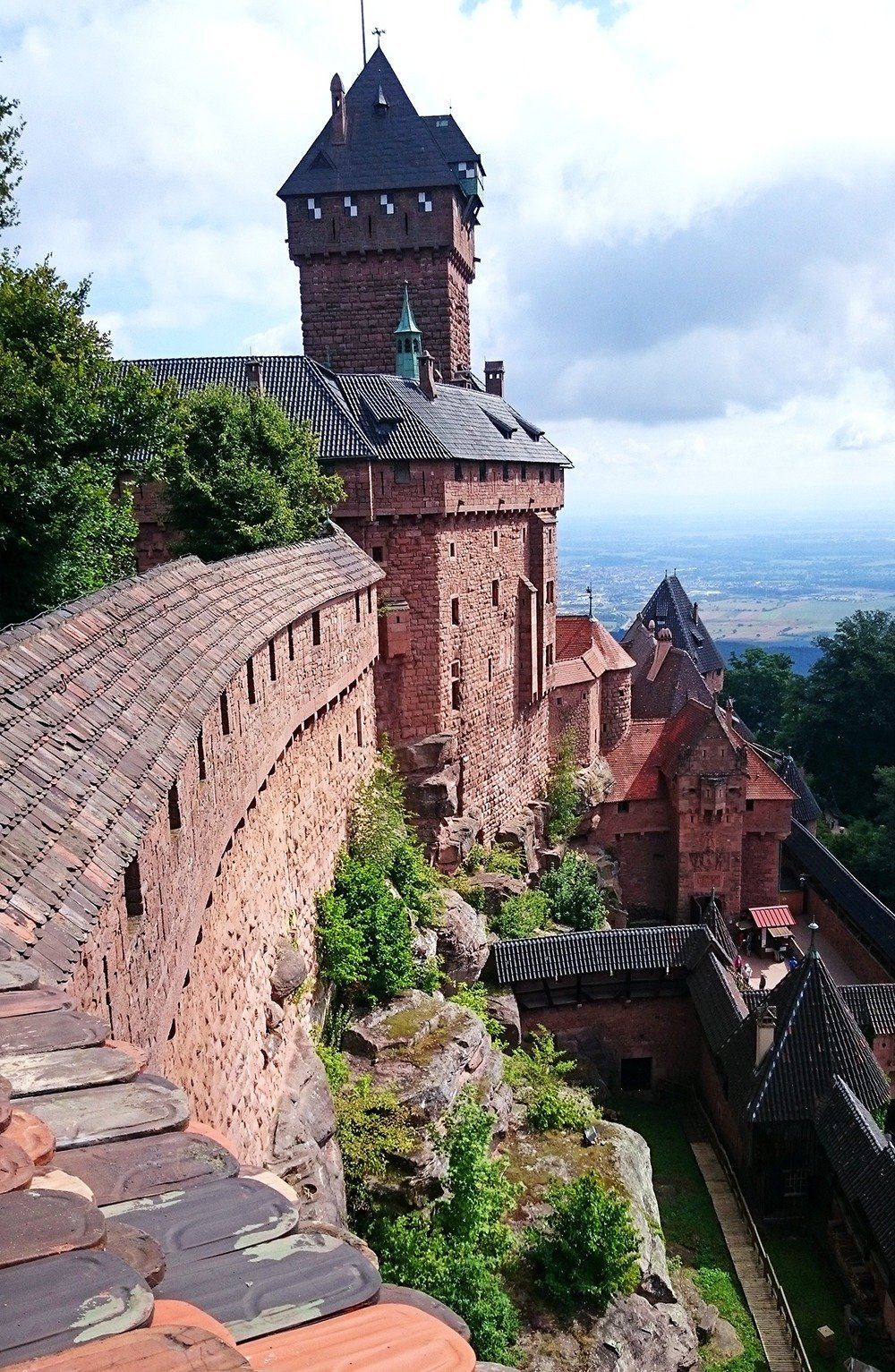 If you're driving from Colmar to Strasbourg, a great stopover is the medieval Haut-Koenigsbourg. This historical castle-fortress has changed hands from royal families to robber barons to invading troops throughout the centuries. Read more for a comprehensive guide to driving in Alsace.