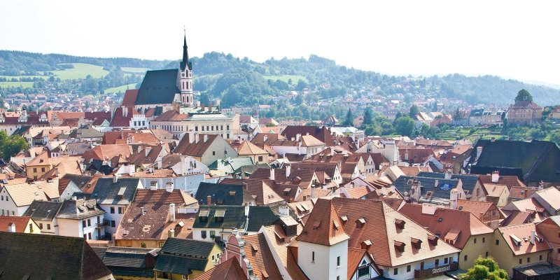 A visit to Český Krumlov is a crash course in art, history, culture, and architecture. This medieval castle town is an ideal weekend trip with plenty of beautiful and historical sights, nearby hiking trails, and hearty cuisine. Here are the best things to see and do in Český Krumlov.
