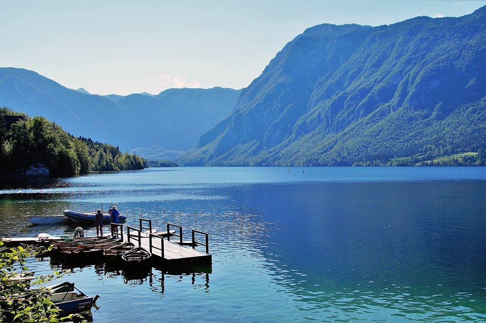 Erkunde entspannte Ausflugsziele abseits der Touristenpfade nur eine kurze Autofahrt vom Bleder See entfernt, wie den schönen Bohinjer See.