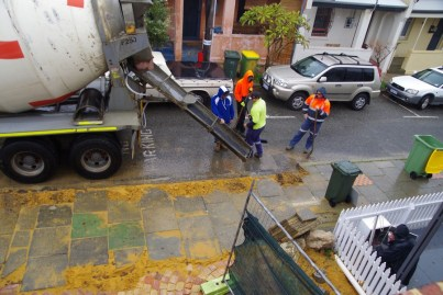 Pouring concrete for the kerb