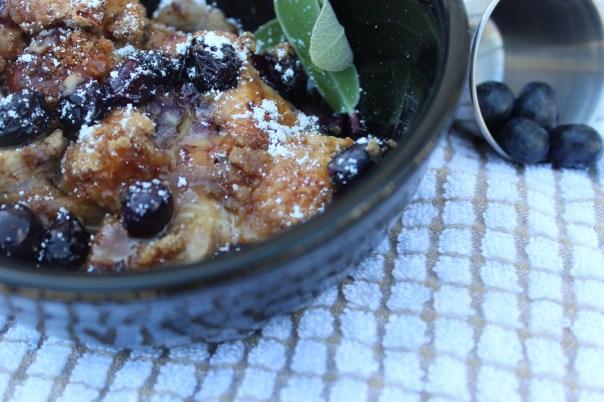 Blueberry, Banana, Bread Pudding, Brunch, Breakfast, Hawaiian Rolls, Brown Sugar Crumble, Honey