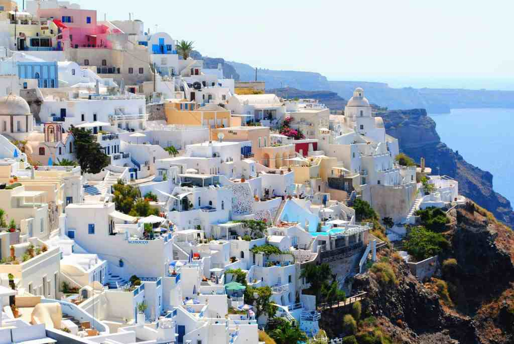 visit greece on a budget - santorini