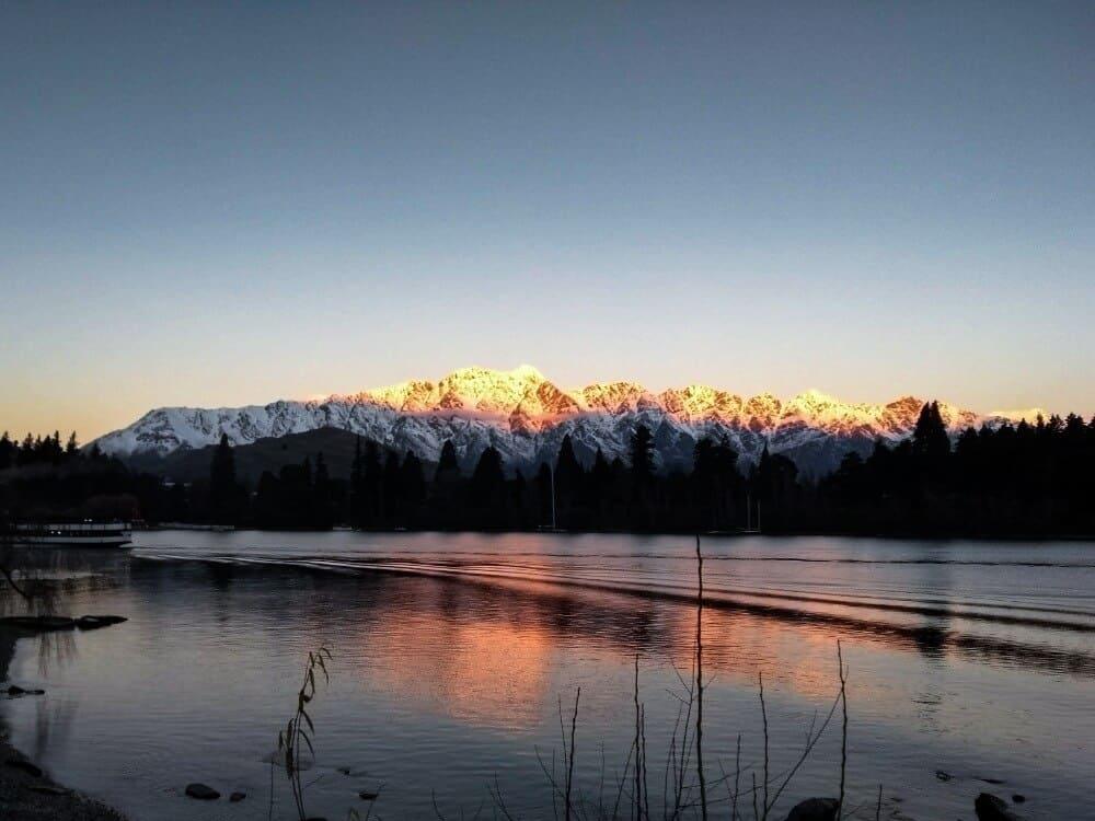 4 day queenstown itinerary - Lake Wakatipu at sunset