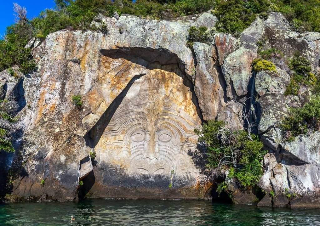 Maori rock carving in Taupo
