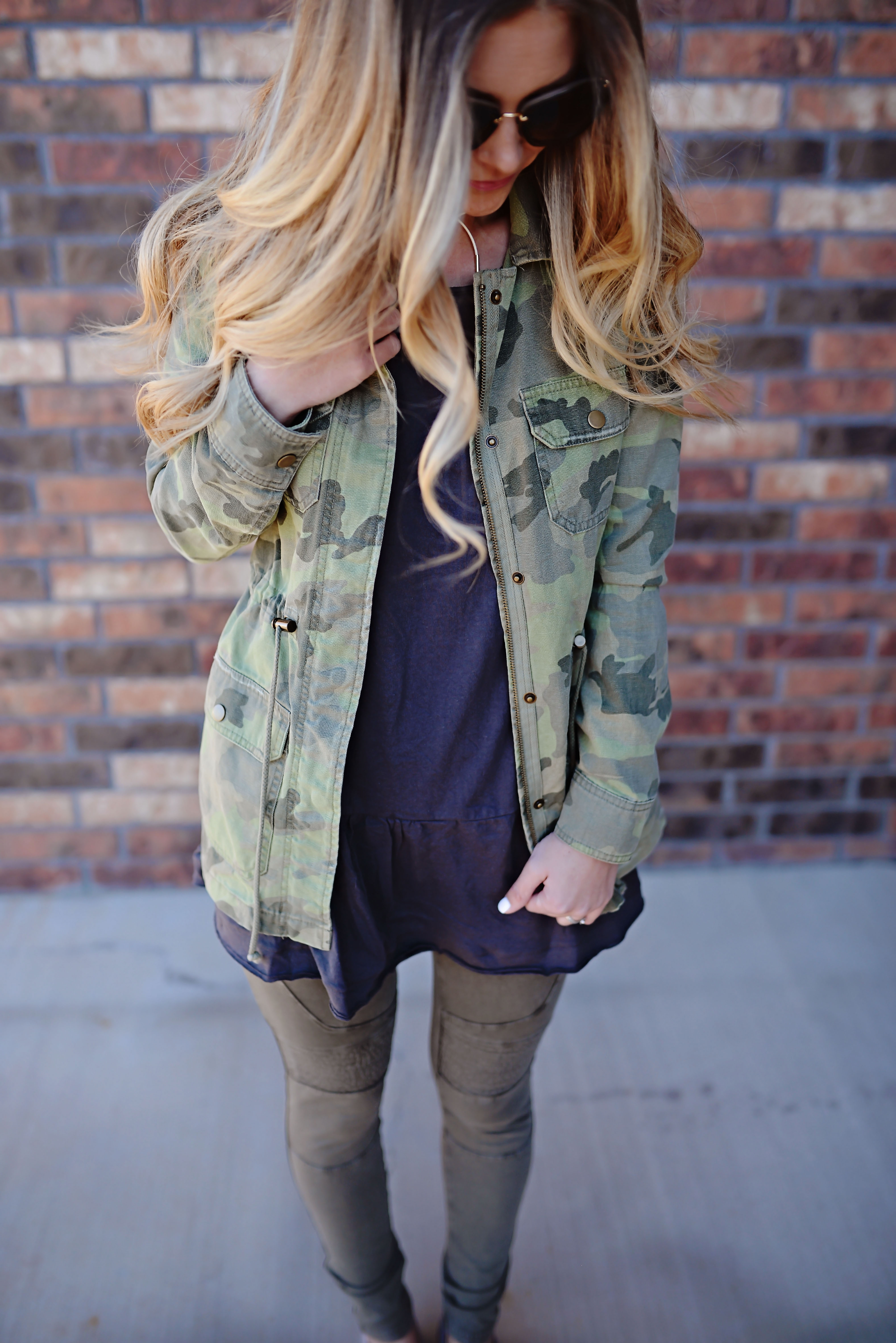 camo outfit   easy momiform   comfortable spring outfit   camo jacket   free people   nordstrom   trunk club   best leggings