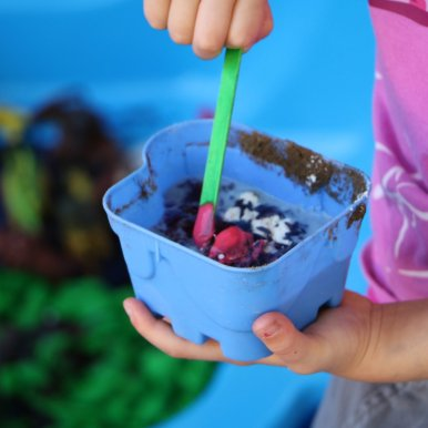 Mixing and stirring messy play