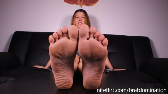 Femdom Feet Tease: Helena Price