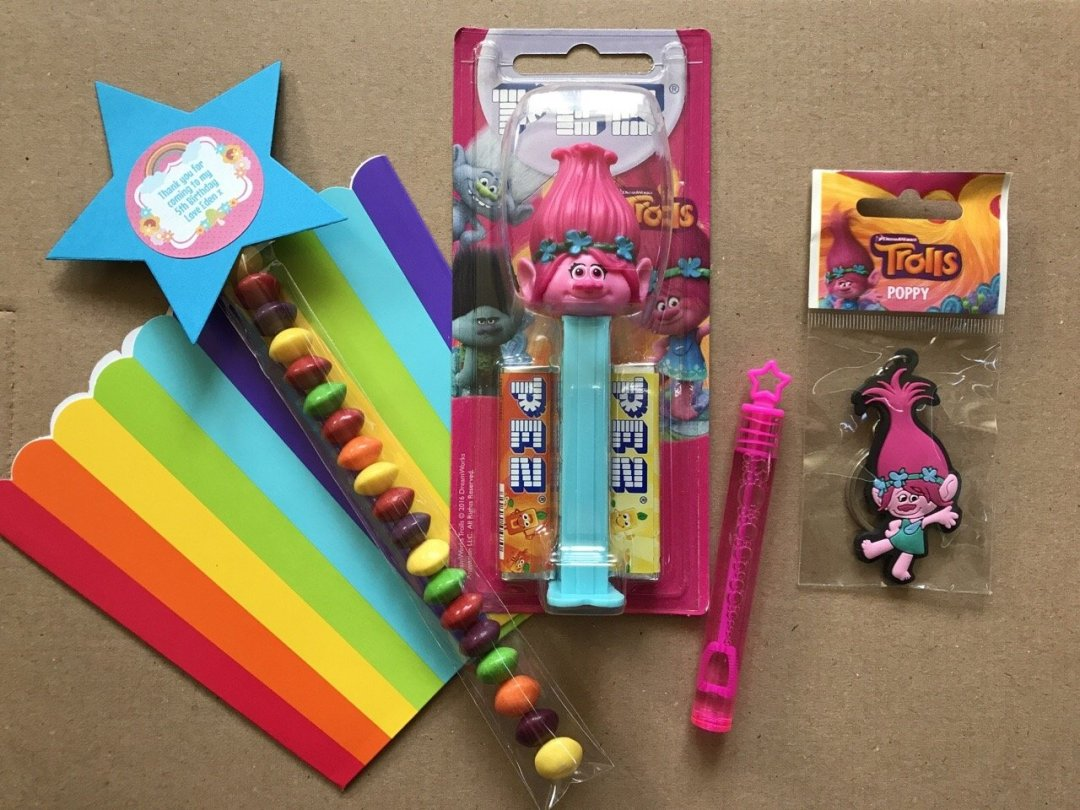 Trolls Party Party favour trolls pez and rainbow box