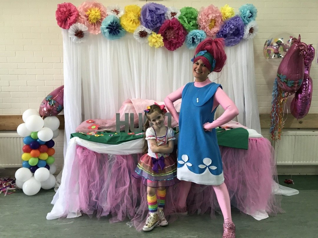 Trolls Party Eden and Poppy the entertainer