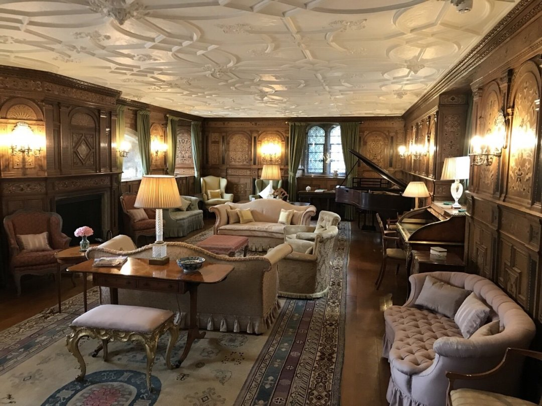 The drawing room at Hever Castle