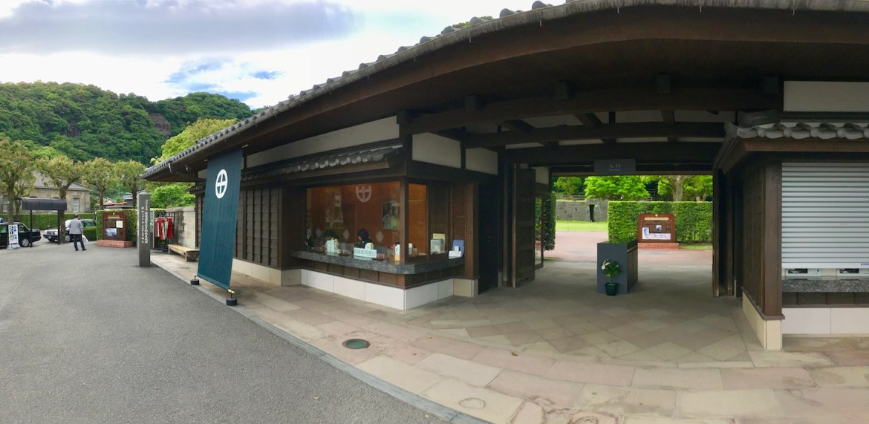 Sengan-en Entrance | Little Miss Turtle