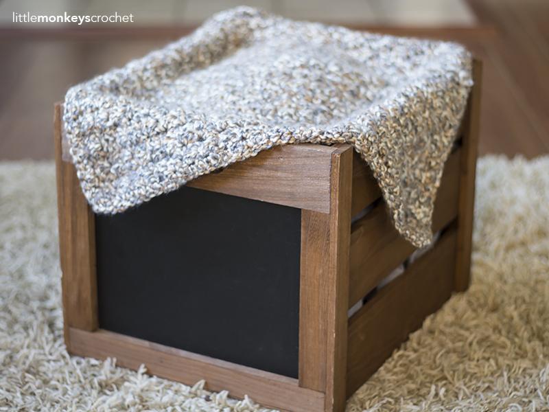 Newborn Photography Prop Blanket Crochet Pattern | Free baby photo prop blanket crochet pattern by Little Monkeys Crochet