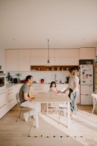 photographe chambery grenoble seance photo famille a la maison little one atelier eugenie hennebicq photographe bebe_0004