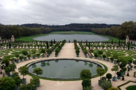 This is just a small glimpse of the entire garden. Initially we were laughing at how there were people being chauffeured around in golf carts and thought they were just lazy. But then we realized how big the garden was and it probably took us about 45 minutes to walk from the Palace to Grand Trianon & Marie-Antoinette's estate.